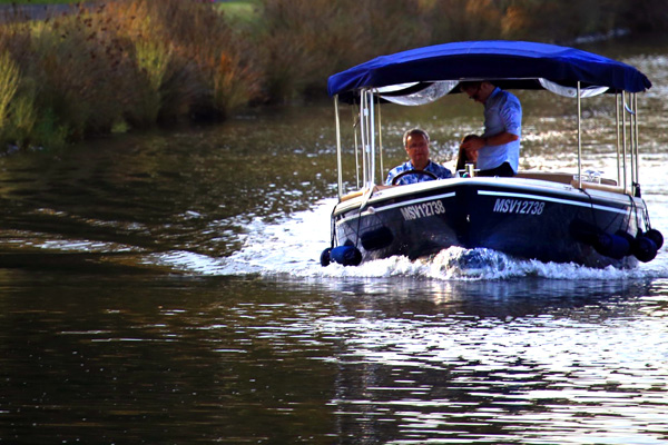 rent a boat on the Yarra River without requiring a licence