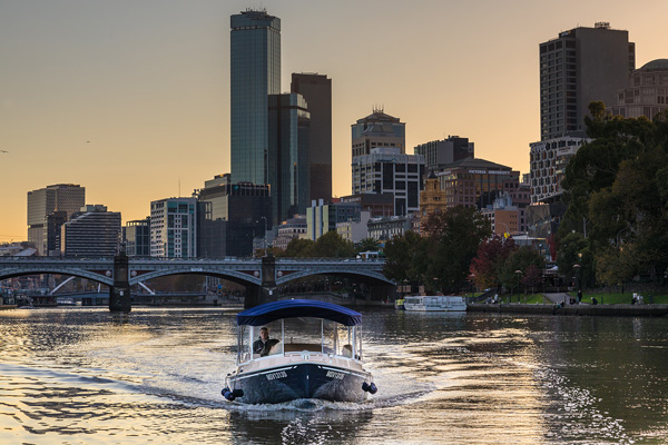 private cruises with professional skipper on the Yarra River in Melbourne
